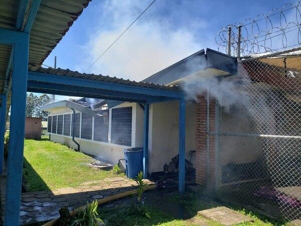 El incendio se registró a las 10:38 a. m. de este domingo. Foto: Cortesía de Bomberos