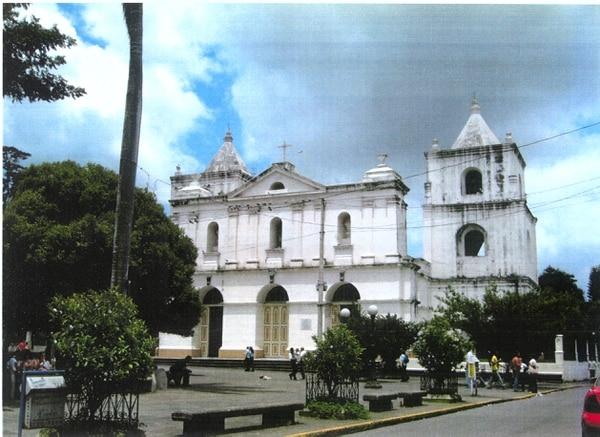 La misa de 6 a. m. fue suspendida, luego de que al abrir el templo, a eso de las 5 a. m. se detectó la profanación.