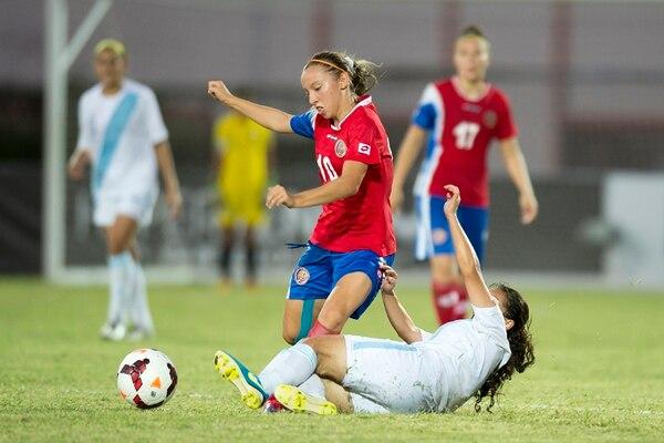 Gloriana Villalobos durante el juego del sábado ante Guatemala. La volante ha sido titular en los dos juegos del Premundial. | MEXSPORT/ CONCACAF PARA LN