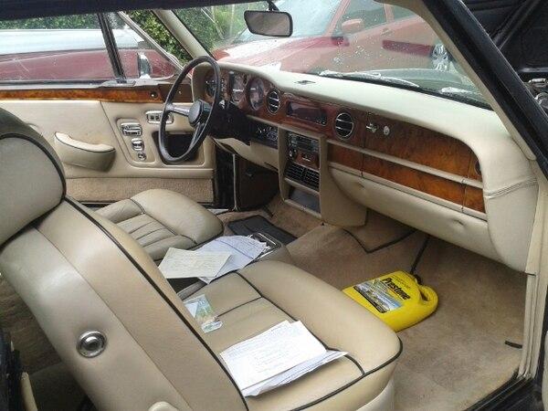 Este Rolls- Royce es parte de lo decomisado por las autoridades en este multimillonario caso de lavado de dinero. Foto: OIJ para LN.