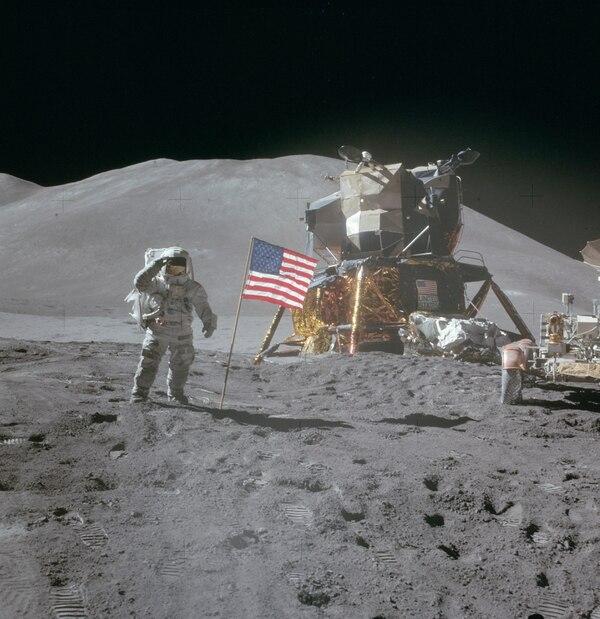 El astronauta David Scott, quien perteneció a Apolo 15, durante su llegada a la Luna. Fotografía: Nat Geo para La Nación
