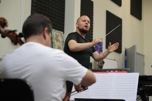 Luis Adolfo Víquez es el clarinetista invitado para la obra 'Ebony Concerto'. Foto Jeffrey Zamora