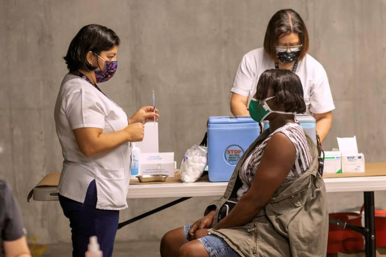 La clínica Ricardo Jiménez Núñez vacunará contra la covid-19, este domingo, a los usuarios que pertenecen al área de salud Goicoechea 2 en seis vacunatorios en el Walmart de Guadalupe.