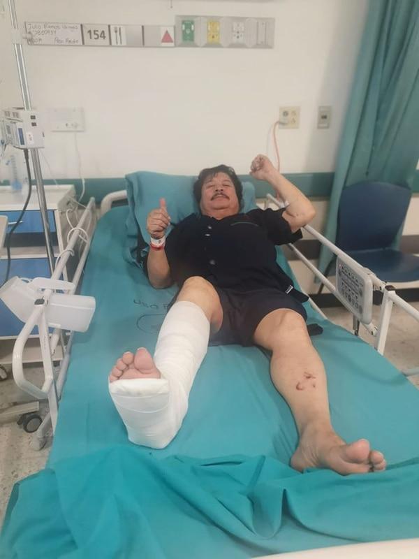Carlitos Ramos, el famoso 'Porcionzón', asegura que volvió a nacer tras el accidente que sufrió el domingo en Atenas, y en el que perdió la vida el conductor que lo colisionó. Foto FB