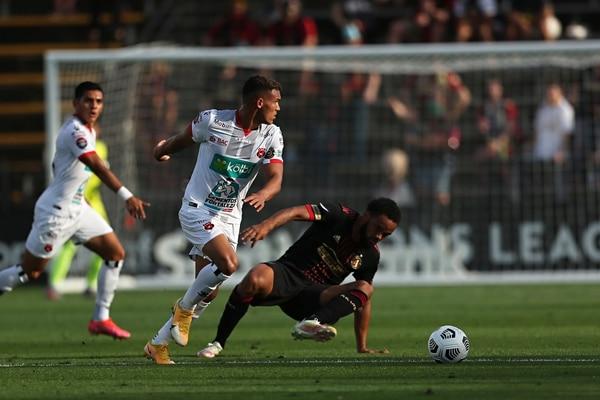 Jurguens Montenegro y Alonso Martínez trataron de encontrar el gol que se le negó a Alajuelense en toda la serie contra Atlanta United. Fotografía: Concacaf