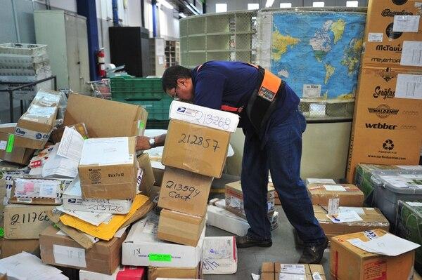 Con el sistema Pymexpress, Correos recoge el paquete en el sitio de despacho de la empresa y lo lleva hasta el punto solicitado por el cliente en dos o tres días. Foto: José Rivera.