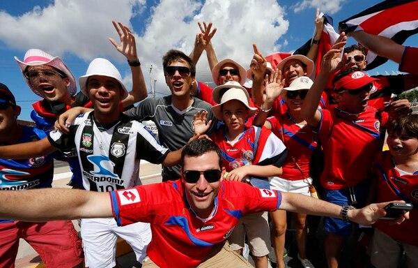 Buen ambiente previo al juego entre Costa Rica y Uruguay.