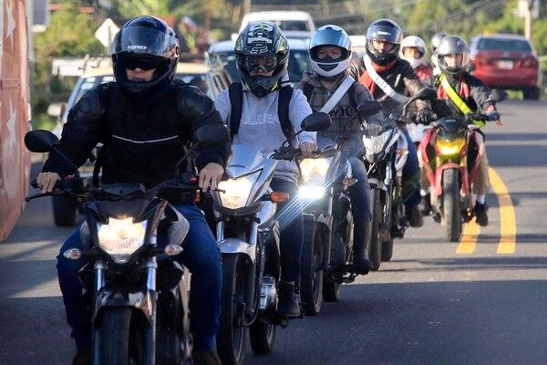 Casi la mitad del total de muertos en carreteras este año han sido motociclistas. Foto: Rafael Pacheco/Archivo.