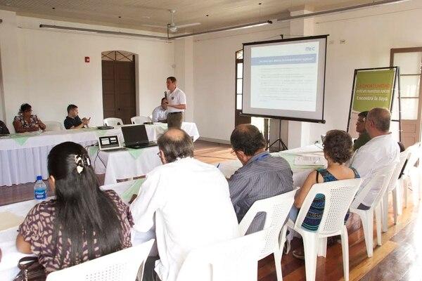 Los participantes en el I Encuentro sobre Competitividad e Innovación Regional en Costa Rica comparten experiencias exitosas de competitividad e innovación para el impulso de agendas y políticas públicas que promuevan el desarrollo económico en cada una de las regiones del país.