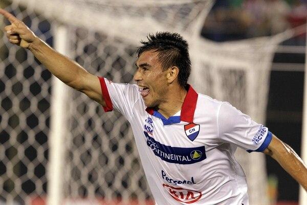 Derlis Orué marcó el gol de la victoria del Nacional de Paraguay sobre el Arsenal de Argentina.