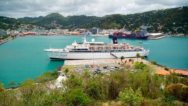 Desde el barco fueron solicitadas 100 dosis de vacunas contra el sarampión, que las autoridades de Santa Lucía están proveyendo sin costo.