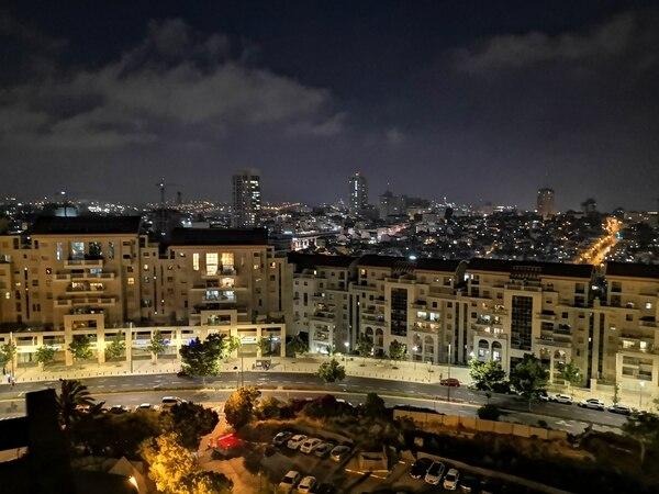 De noche, Jerusalén se mantiene activa. A pesar de no ser un foco de vida nocturna (como sí lo es Tel Aviv) es una ciudad en constante actividad. Foto: Jorge Arturo Mora