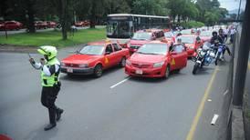 Taxistas realizaron tortuguismo en diversas carreteras del país en protesta contra Uber