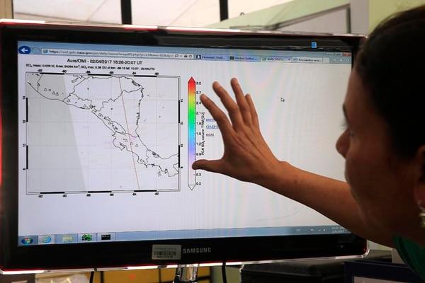 Las imágenes de satélite complementan el trabajo de vigilancia volcánica realizado por María Martínez y el resto del equipo de geoquímicos del Ovsicori.