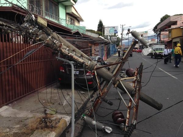 Conductor colisionó contra poste en Guadalupe