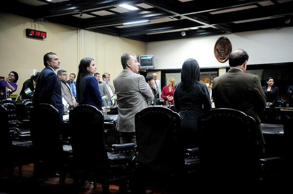Los diputados aprobaron que la votación para revocar el nombramiento del magistrado Óscar González, acusado de abuso sexual, fuera pública. Los 53 legisladores dijeron sí a la destitución.