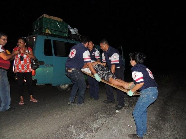 Con golpes varios fue trasladada antenoche al hospital Tomás Casas, Rosa Cárdenas, luego del choque de la buseta en que viajaba.   ALFONSO QUESADA