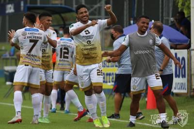 Esta vez no hubo rayería pero a Jicaral le llovieron goles de San Carlos