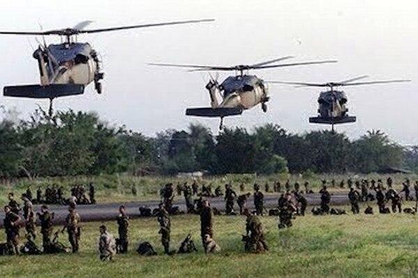 El gobierno estadounidense, liderado por Ronald Reagan, construye y activa la base militar de Palmerola, en Honduras. Foto: Fundación Arias para LN.
