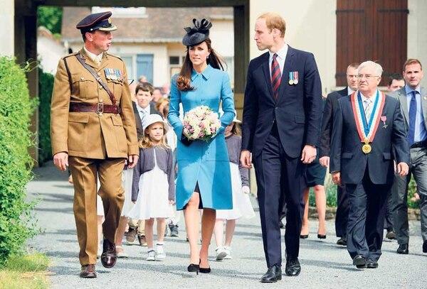 El príncipe Guillermo de Inglaterra y su mujer Catalina, duques de Cambridge, asistieron al acto celebrado en Arromanches, Francia, en el marco de los actos de conmemoración del 70.° aniversario del Desembarco de Normandía.