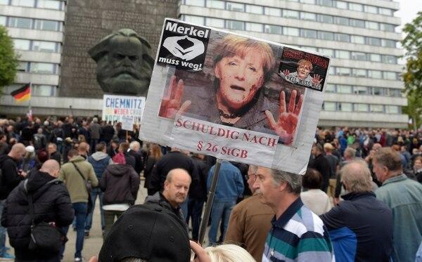 Protestas efectuadas en Chemnitz, Alemania, el sábado 1.° de setiembre del 2018, en contra de las políticas migratorias promovidas por la canciller Angela Merkel. Foto: AP