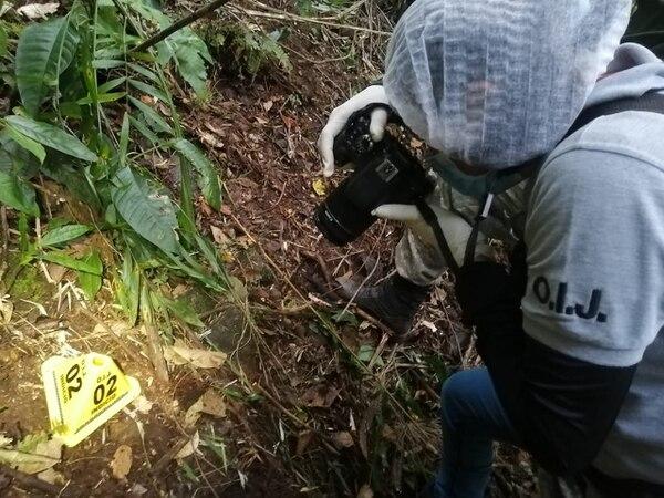 Antes de levantar las evidencias, en el sitio se tomaron fotografías. Foto: OIJ para LN