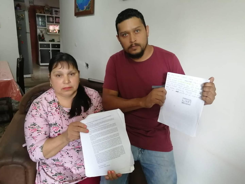 Max Sánchez y su madre Mariliz Calderón, están dispuestos a llegar hasta las últimas instancias para que  lo sufrido por Max hace siete año sea visto como tortura y no como abuso de autoridad. Foto: Keyna Calderón.
