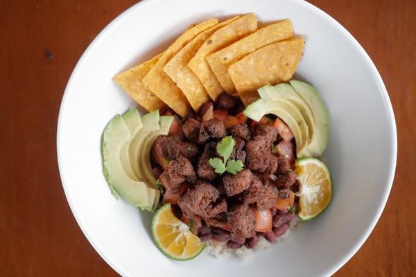 En la foto un plato con chicharrón de soya,