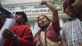 Alza en precio de combustibles aviva el malestar social en Ecuador