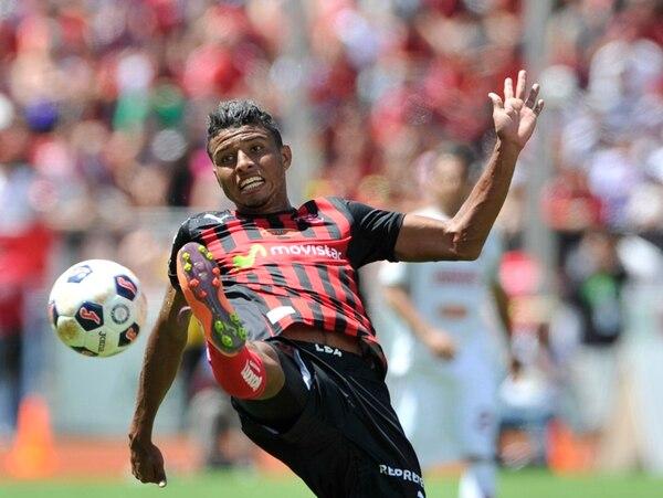 Johan Venegas ya marcó dos goles esta semana con Alajuelense. El domingo se estrenó como romperredes manudo en el Super Clásico. | CARLOS BORBÓN