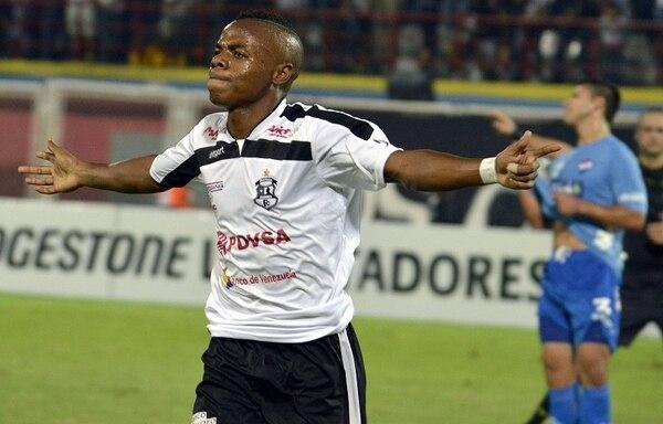 Jhon Zamora cerró la cuenta en la victoria del Zamora de Venezuela sobre el Nacional de Paraguay, por la Copa Libertadores.