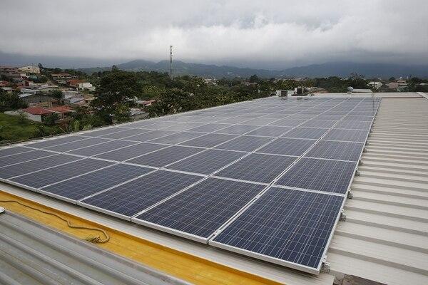 Desde que emplea paneles solares, Florex paga el mínimo en el recibo de la luz e incluso aporta el excedente a la red de distribución.