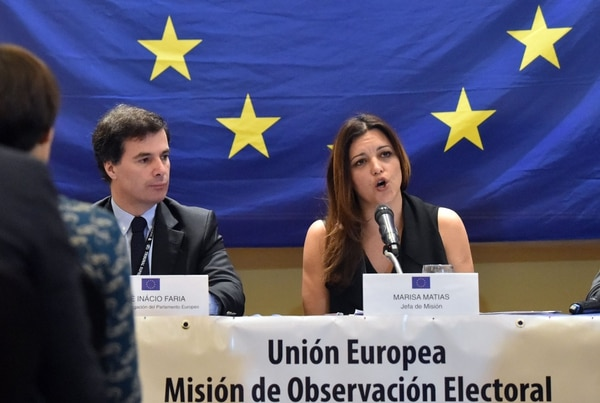 The Chief Observer for the European Union's Election Observation Mission to Honduras, Marias Matias (R), speaks during a press conference in Tegucigalpa, on November 28, 2017 as the Chief of the European Parliament's mision, Jose Inacio Faria listens. Hondurans waited Monday to learn who would be their next president after both leftist TV host-turned-politician Salvador Nasralla and the incumbent Juan Orlando Hernandez claimed victory -- and as the ballot count dragged on. / AFP PHOTO / Rodrigo ARANGUA