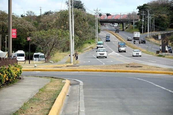 12/02/2017Los oficiales procurarán agilizar el tránsito en las salidas alternas del centro de Alajuela. La salida por Plaza Mango es una de las rutas alternas. / Fotografía: John Durán