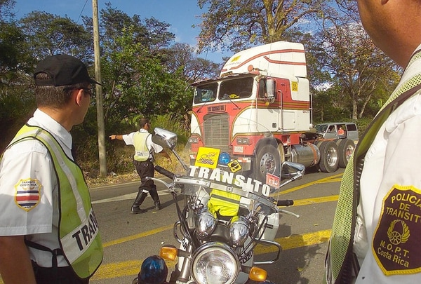 En los primeros días de enero, la Policía del Tránsito realizó más de 1.000 partes relacionados con el no pago del marchamo. | ARCHIVO/LN