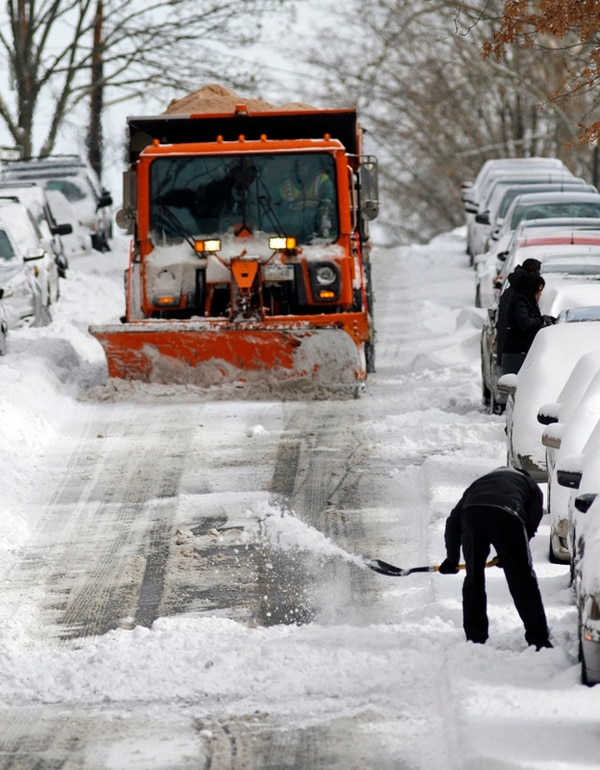 Nieve acumulada en el sector de Queens, Nueva York. | AP.