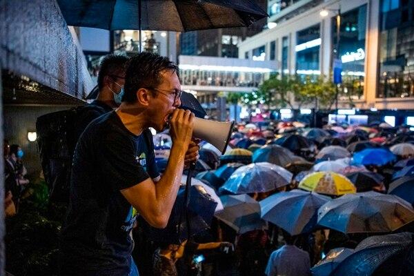 Uno de los manifestantes se dirige a los participantes de una protesta en el Distrito Central de Hong Kong, el 2 de agosto del 2019.