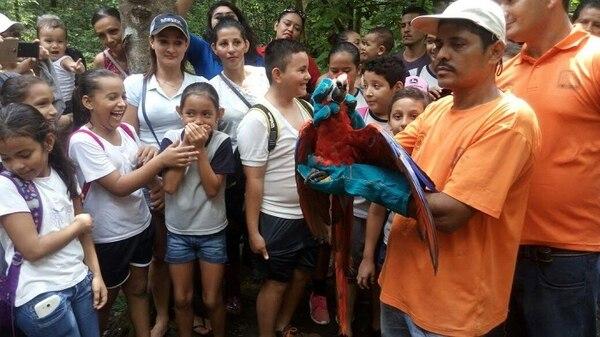 Alumnos de la Escuela Billo Zeledón participaron activamente en la liberación de las lapas, en Pilas de Canjel.