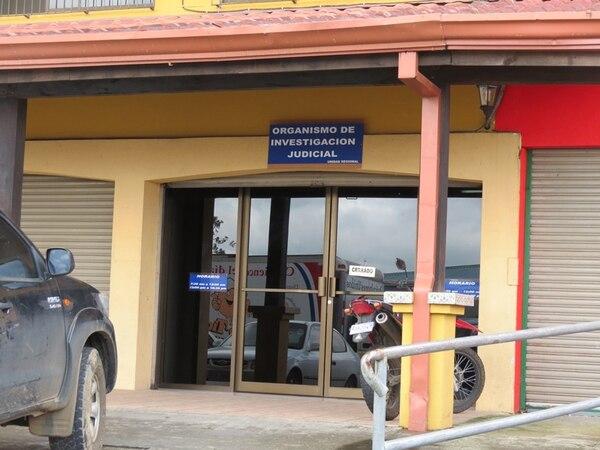 El OIJ de San Carlos llevó a la joven a la Medicatura Forense para que se le realicen exámenes médicos. Además, los agentes iniciaron una pesquisa para localizar a los presuntos agresores. | CARLOS HERNÁNDEZ.