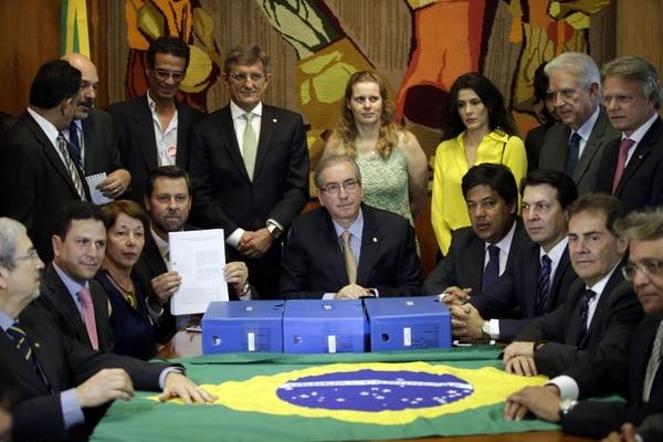 El presidente de la Cámara de Diputados de Brasil, Eduardo Cunha, recibe un nuevo pedido para un juicio político contra la presidenta del país