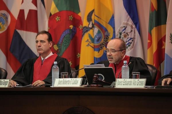 Roberto Caldas (derecha), presidente de la Corte IDH, estima que el pronunciamiento estará listo durante este año.