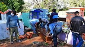 Relajamiento y escasez de vacunas convierten a Paraguay en epicentro de muertes por covid-19