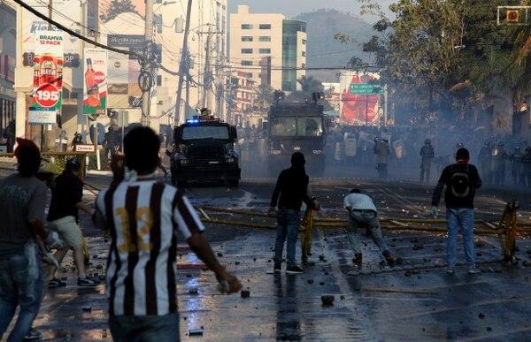Reprimen manifestación contra la reelección de Juan Orlando Hernández en Honduras