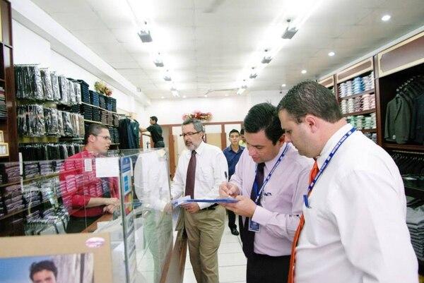 Las visitas iniciaron el pasado 18 de noviembre. En algunos de los recorridos ha participado el titular de Trabajo, Olman Segura.