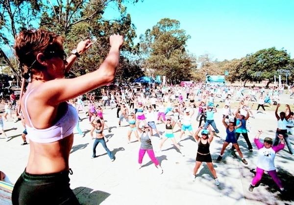 Desde las 9 a.m. se imparten clases grupales de ejercicio los domingos en La Sabana