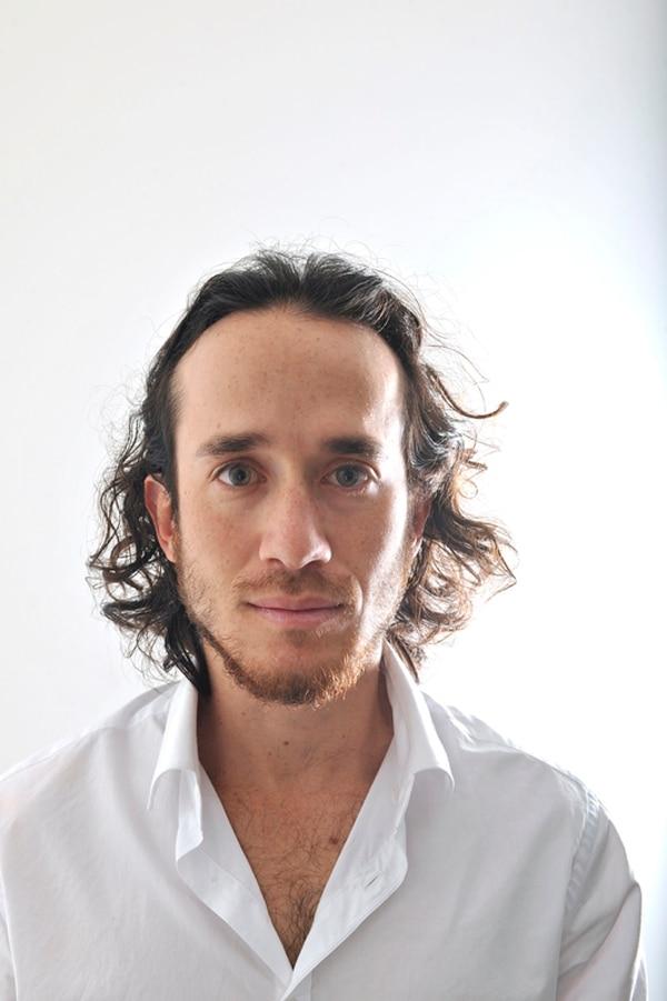 Entre dos. Diego Álvarez es integrante del Colectivo Cla, su compañero Adrián Arriaga está en Nicaragua. Jorge Navarro