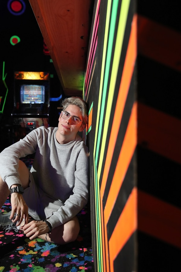 Rodezel es fanático de videojuegos como Fortnite y Minecraft. Como creador de contenido, se inspira en youtubers como PewDePie y productores de música como Labyrinth. Locación: Oldschool Arcade. Foto: John Durán