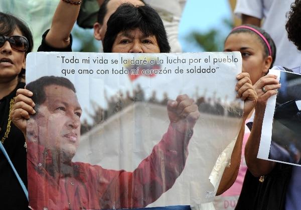 Hondureños realizaron hoy en Tegucigalpa una demostración de apoyo a Chávez.   AFP
