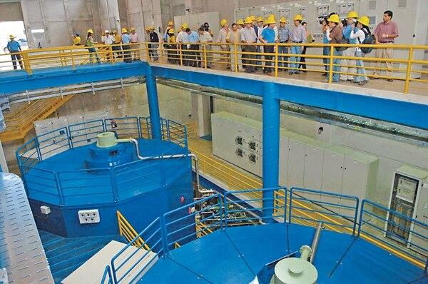 La represa Cariblanco, ubicada en Sarapiquí, tuvo una inversión de $170 millones. El ICE alquila el proyecto hidroeléctrico desde octubre del 2007, por un costo mensual de $2 millones.   CARLOS GONZÁLEZ/ARCHIVO