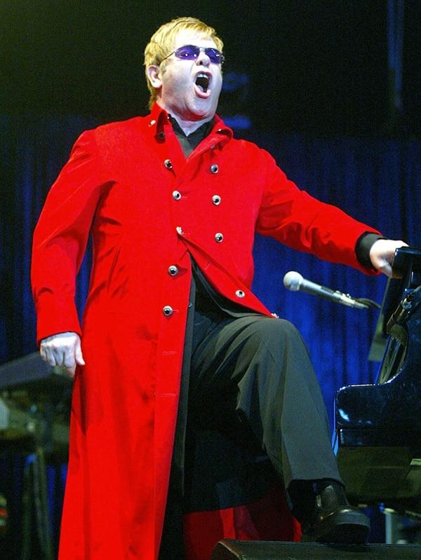 Apoyo. Elton John viajará a Rusia en diciembre, para protestar contra las leyes de ese país. Archivo